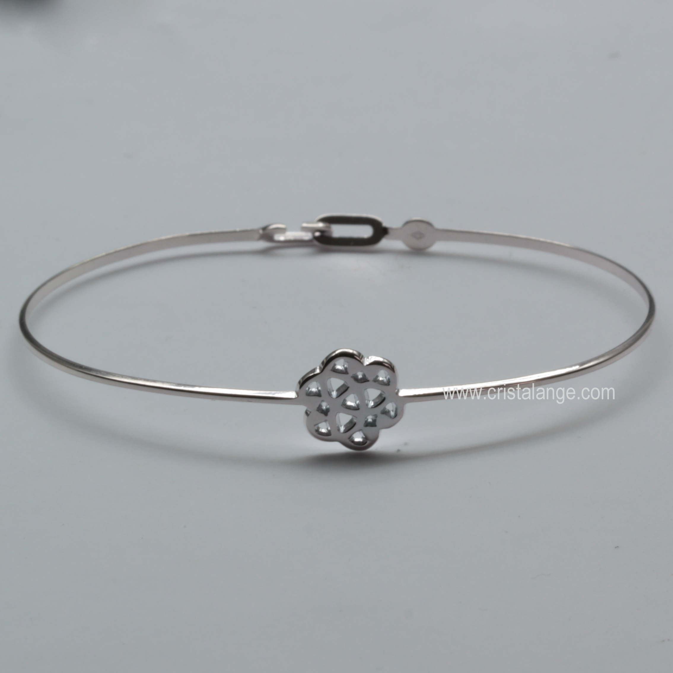 Bracelet Connection Fleur en argent. Découvrez tous nos bijoux spirituels,  bijoux symboles et bijoux lithothérapie et nos pendentifs chakras avec